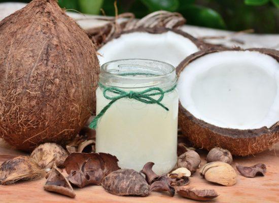 noix de coco avec pot d'huile