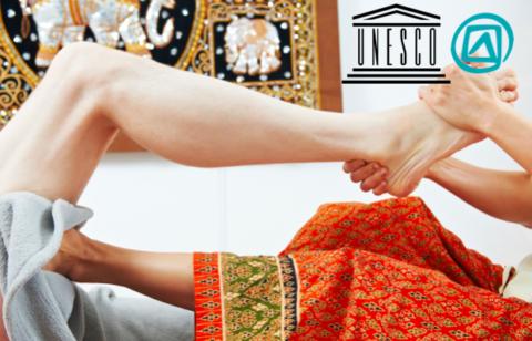 femme qui étire une jambe massage
